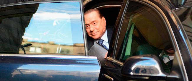 Berlusconi pacifica falchi e colombe: «Ho deciso tutto da solo. Ora votiamo su Imu e Iva, poi elezioni»