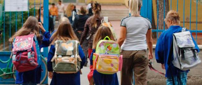 L'anno scolastico comincia nel segno delle mobilitazioni: striscioni e volantinaggi alle scuole