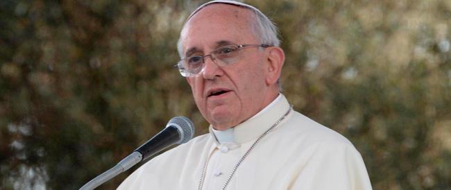 """Il Papa contro gli """"inciuci"""" in Vaticano: «Le chiacchiere velenose sono strumento del demonio»"""