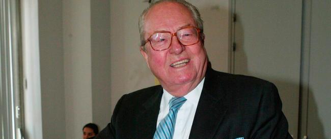 """Il """"vecchio leone"""" Jean-Marie Le Pen si candida alle europee: «Farò politica fino alla fine, come Molière"""""""