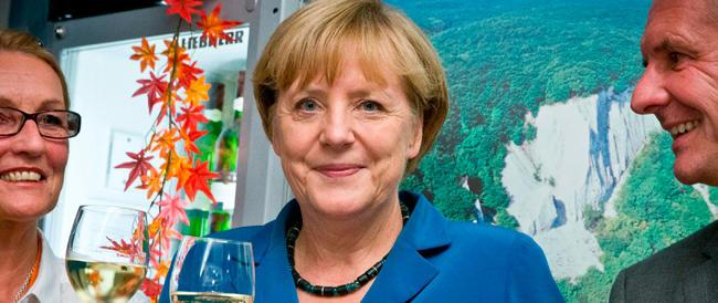 Germania, trionfo della Merkel: la Cdu-Csu strappa il 41,5%. Disfatta dei liberali. Ora si va verso le larghe intese con Spd