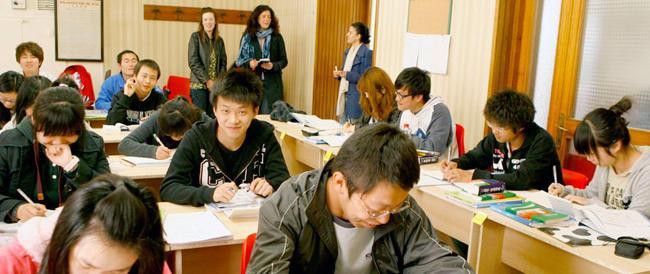 Nuove proteste a scuola. In classe due studenti italiani e venti cinesi: «Basta ce ne andiamo»