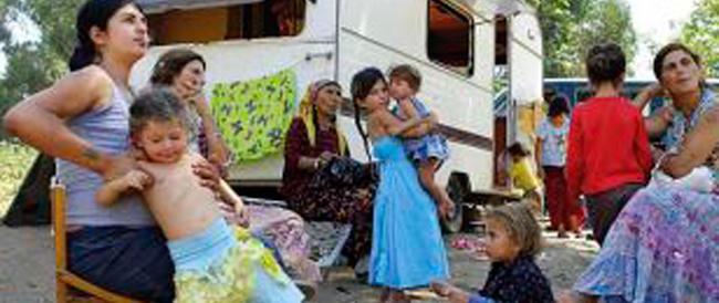 A soli 16 mesi costretta a chiedere l'elemosina dai rom. E anche stavolta la sinistra tace