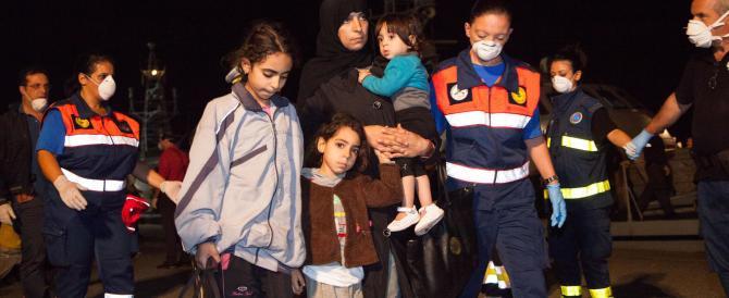 """Soccorsi in mare altri 400 migranti, ultimi preparativi per l'operazione """"Mare Nostrum"""""""