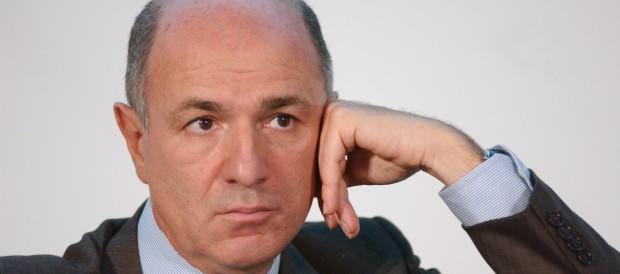 Passera torna in campo: vuole salvare il Paese come ha fatto con Alitalia?