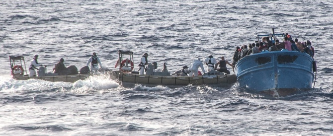 Un cimitero di immigrati nel Mediterraneo: nuovo naufragio, altri 34 morti nel Canale di Sicilia