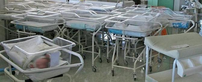 Cina: donna incinta non ha i soldi per pagare il parto, l'ospedale la lascia morire
