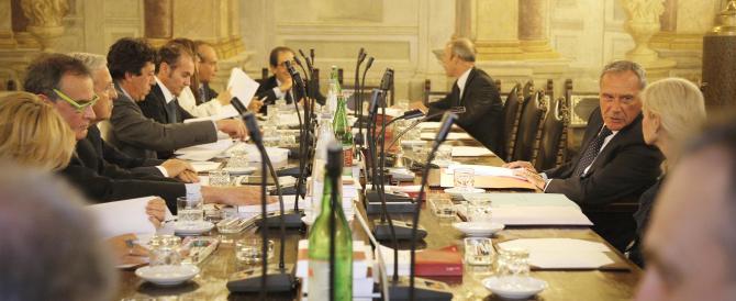 """Slitta al 29 la decisione sul voto segreto per la decadenza del Cav. Il Pdl: no a regolamenti """"contra personam"""""""