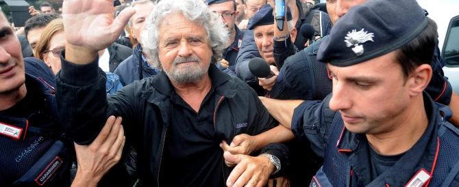 """Grillo rinuncia alla """"piattaforma"""": «Siamo già democratici così». E stavolta lo criticano anche i suoi"""