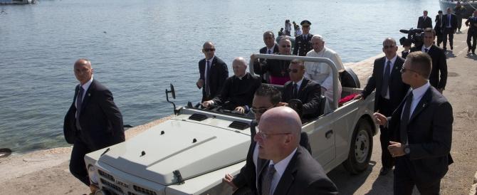 Papa Francesco: è una vergogna, preghiamo per le vittime. Domani ad Assisi per celebrare il patrono d'Italia