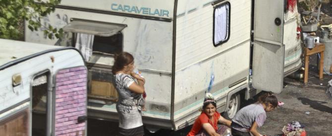 Roghi e fumi tossici: a Roma i campi nomadi come la Terra dei fuochi. Ma nessuno si scandalizza