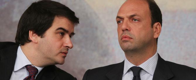 Alfano-Fitto, prosegue il duello a distanza: «Io lavoro per l'unità». «No, Angelino vuol fare la festa a Silvio»