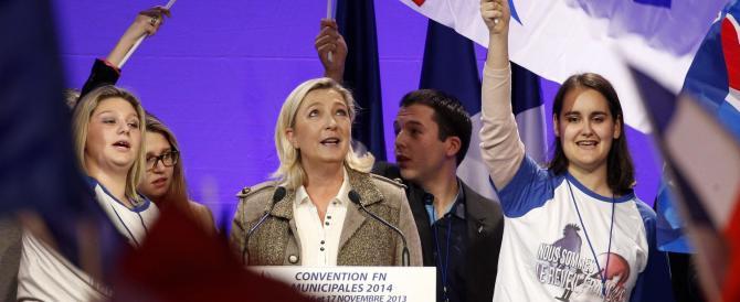 """Marine Le Pen censura Alba Dorata, demolisce Grillo e """"punge"""" Marina Berlusconi: «Faccia la gavetta…»"""