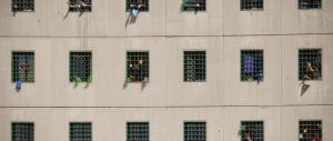 Tragedia in carcere a Torino, un agente uccide un ispettore e poi si spara