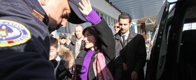 La Shalabayeva rientra in Italia come una diva di Hollywood: «Ma non se se resto qui…»