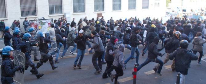 Arrivano i ministri Orlando, Lorenzin e Saccomanni alla Sapienza. Bombe carta davanti all'aula magna