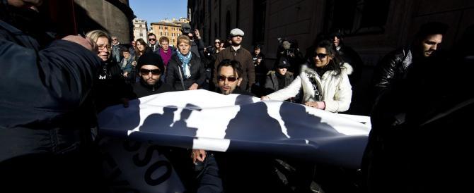 Corteo pro stamina sotto Palazzo Chigi. Tensione con gli agenti: due fermi