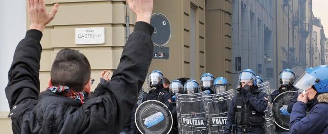 """Grillo fa l'incendiario e incita i poliziotti alla rivolta. Condanna bipartisan, il Pd sente """"puzza di golpismo"""""""