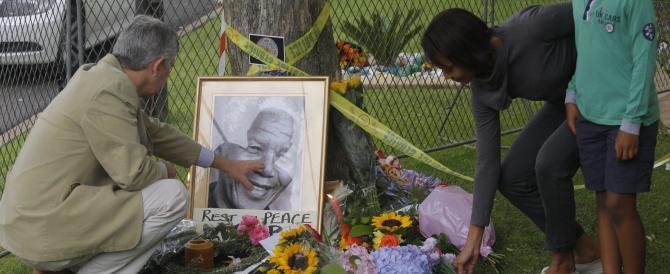 """Dodici giorni di celebrazioni in Sudafrica per Mandela, """"l'invincibile"""" che unisce nel lutto il mondo intero"""