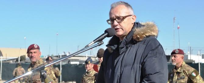 """Il ministro della Difesa """"arruola"""" gli immigrati: «Cittadinanza italiana a chi fa il servizio militare»"""