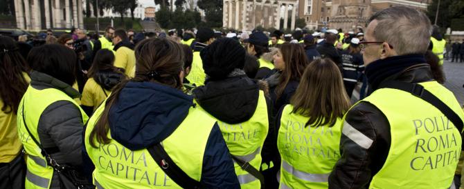 Vigili e tassisti in rivolta a Roma e Milano, Marino e Pisapia assediati