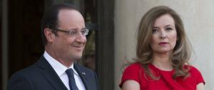 """Nuovo scoop di """"Closer"""": Hollande e Julie si amano da due anni. E la first lady tradita resta in ospedale"""