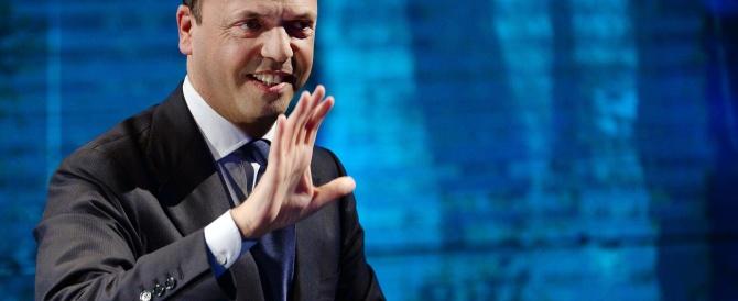 Alfano all'attacco: «Il rimpasto? Un problema tutto interno al Pd, ora basta col duello Renzi-Letta»