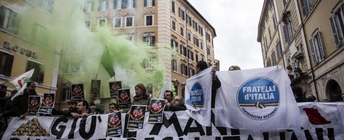 Passa la fiducia sulla privatizzazione di Bankitalia. Protesta di FdI e M5S: una rapina ai danni degli italiani