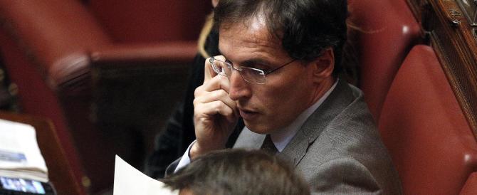 """Il Pd """"renziano"""" spinge per le dimissioni del ministro, nella speranza di affondare Letta"""