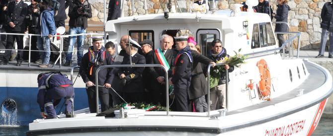 """Concordia, due anni dopo: cerimonie, sfilate di naufraghi e il """"dolore"""" di Schettino"""