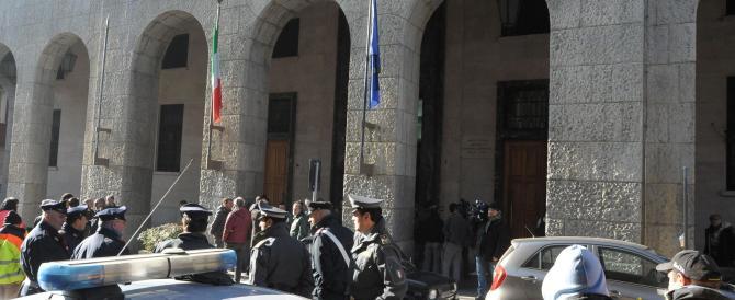 L'Aquila, il direttore di Confcommercio si barrica nella sede di Bankitalia. Poi rinuncia alla protesta eclatante