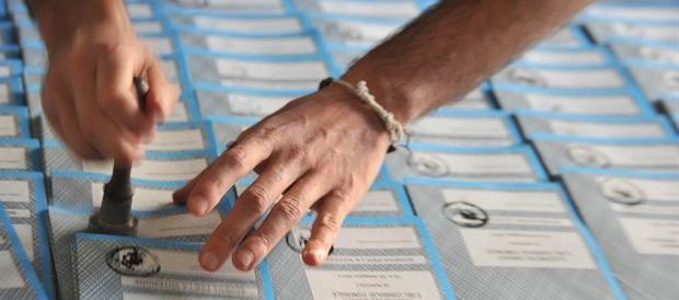 La Consulta detta le regole su premio di maggioranza e preferenze. Uno scossone per i partiti
