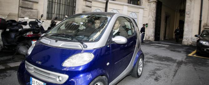 Renzi-Letta, due ore di gelido confronto. Il premier non vuol dimettersi, il segretario del Pd ha già pronti i ministri