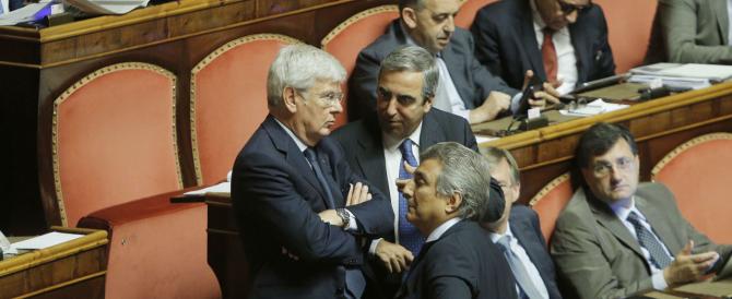 Il centrodestra processa Grasso in aula, lui attacca ancora Berlusconi e Forza Italia lascia l'aula