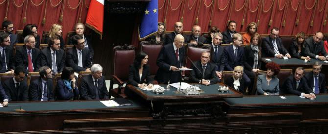 Subito bocciato l'impeachment per Re Giorgio ma Forza Italia rilancia: «Venga a difendersi in Parlamento»