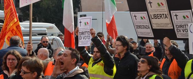 """La prima """"passerella"""" di Renzi è nella scuola multietnica di Treviso. Con le prime contestazioni"""