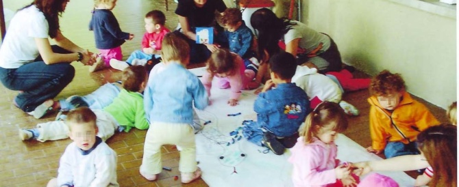Roma, scuola dell'infanzia e nidi nel caos. Tagli degli orari e dei maestri: così l'assessore di Marino mette in ginocchio maestri e famiglie