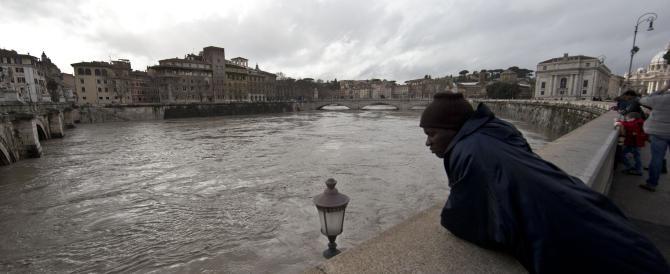 Maltempo, tre milioni di danni a Roma. Massima allerta in sei regioni, allarme valanghe in Veneto