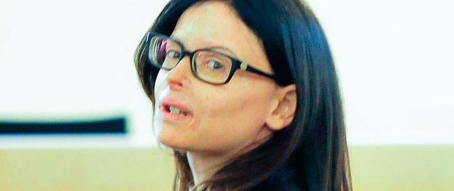 Condannato a 20 anni l'ex fidanzato dell'avvocatessa sfigurata con l'acido: la sentenza accolta da applausi