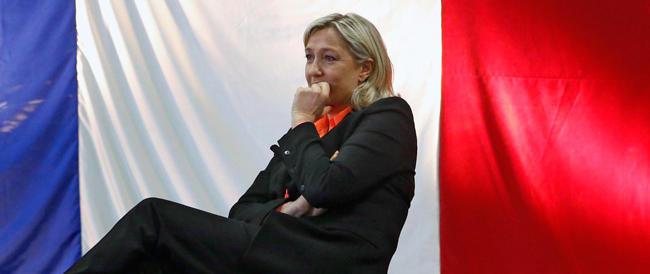 «Mi candido con Marine Le Pen»: con il Fn scende in campo anche la Cicciolina francese