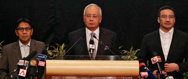 Il premier malese pone fine alle speranze: «Il boeing è caduto nell'Oceano Indiano»