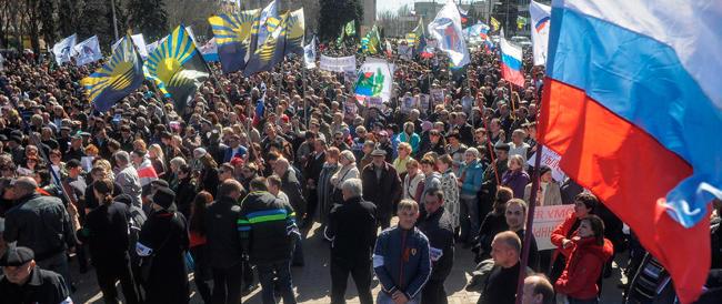 L'Ucraina ritira le truppe dalla Crimea. E nella penisola entra il funzione il rublo