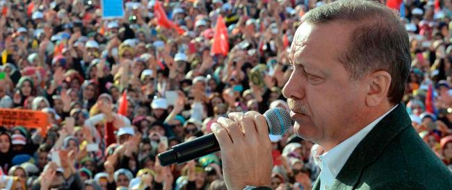 Elezioni in Turchia, Erdogan resiste e minaccia: «Chi ha tradito pagherà»