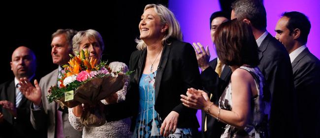 """Tutti pazzi per Marine Le Pen. Ma non era la figlia """"fascista"""" di un """"impresentabile""""?"""