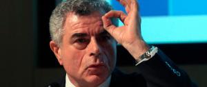 Pesce d'aprile: dal 1 la tagliola agli stipendi d'oro dei manager. Ma per Moretti non vale