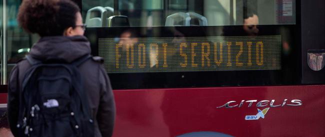 L'ultimo autogol di Marino: nel giorno dello sciopero dei mezzi pubblici lui blocca anche le automobili
