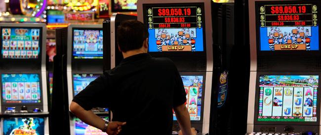 Stop per cinque anni a nuove slot machine su proposta di Fratelli d'Italia