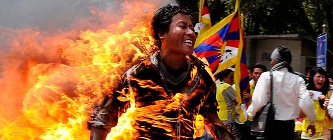 Tibet, si immola un'altra monaca. E il regime di Pechino isola la Regione
