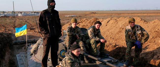 Obama avverte Mosca: «La Nato pronta a intervenire». Berlusconi: «Anacronistico escludere la Russia dal G8»