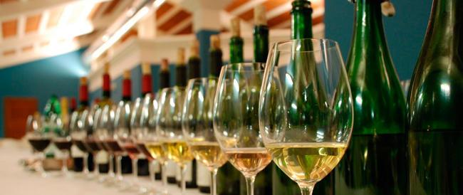 La crisi morde ma il bicchiere è mezzo pieno: tre mesi di boom per i vini italiani